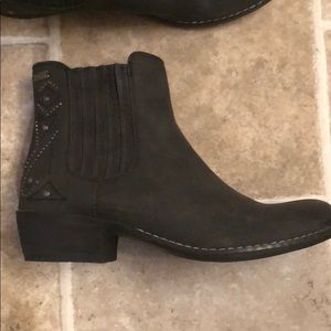 Roxy black ankle booties